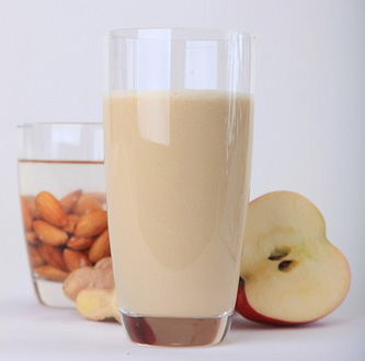 Sap van appel, amandelen en gember