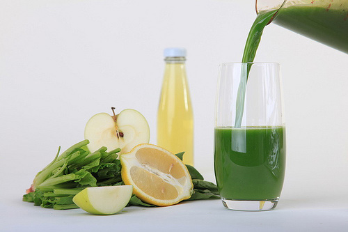 Sap van spinazie, appel, citroen en olijfolie
